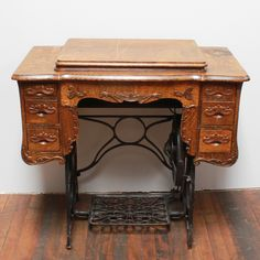 Zim sewing table: Antique oak sewing table with steel base and six pull-out drawers. Perfect as a dessert display or guest book table. Treadle Sewing Machines, Antique Sewing Machines, Art Grants, Flea Market Decorating, Guest Book Table, Sewing Table, Arts And Crafts Supplies, Sewing Notions, Craft Party