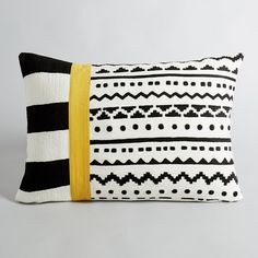 A fabulous graphic motif! Black and white with a yellow stripe. 100% cotton.  Fully embroidered.  Concealed zip fastening.  Size 60 x 40 cm.