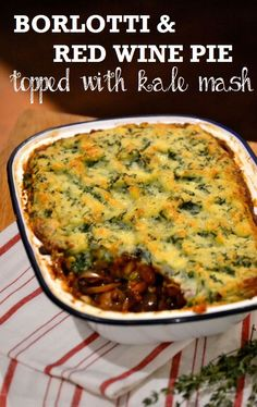 Borlotti & Red Wine Pie topped with kale mash: a hearty and rich #vegetarian and #vegan pie recipe
