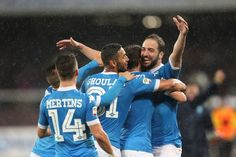 Napoli's Argentinian-French forward Gonzalo Higuain celebrates after scoring his 36th goal in the season during the Italian Serie A football match SSC Napoli vs Frosinone Calcio on May 14 2016 at the San Paolo stadium in Naples..Higuain breaks the italian record of 35 scores estabilished in 1949-50 season by Ac Milan's Swedish forward Gunnar Nordahl. / AFP / CARLO HERMANN