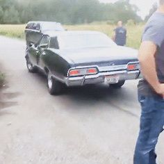 Jensen on set, with Baby, sesason 12<---DID YOU JUST SAY SEASON FUCKING 12?!!! NO REALLY I CAN'T BREATHE HELP ME!!!