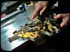 Cette célèbre peinture de Delacroix en cours de découpe fait partie de la nouvelle collection ! Aux côtés du maître du romantisme, vous retrouverez Le Douanier Rousseau, Paul Gauguin, Auguste Renoir, Edward Hopper et de nombreux autres ! Des chefs d'œuvres mais aussi des peintures moins connues, tout aussi intéressantes à découvrir en puzzle ! http://goo.gl/ukce08