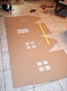 Cardboard Crafts Kids, Cardboard Box Houses, Cardboard Gingerbread House, Cardboard Playhouse, Casa Halloween, Cat House Diy, Pet Furniture, Barbie Furniture, Cat Playground