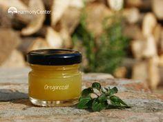 Oregano is een zeer geneeskrachtig kruid dat je makkelijk tot een OreganoZalf kunt maken. Hier het recept voor OreganoZalf. Bij Harmony Center.