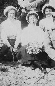 GD'S Olga & Tatiana Nikolaevna with their aunt Olga (Nicholas II's Sister). Flirting Quotes For Her, Flirting Tips For Girls, Flirting Memes, Poodle, Romanov Sisters, Grand Duchess Olga, Tier Fotos, Old Photos, Vintage Photos