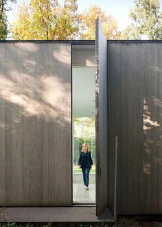 Giant vertical door