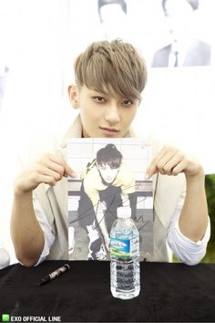 130608 EXO Official LINE account updated with their individual photo at Busan Fansign -Tao