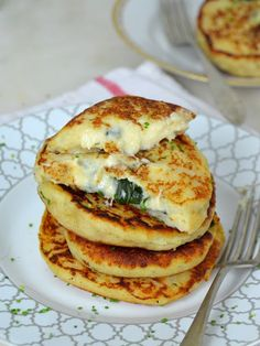 Stuffed Potato Pancakes And two filling ideas! Real Mexican Food, Mexican Food Recipes, Whole Food Recipes, Vegetarian Recipes, Healthy Recipes, Free Recipes, Omelettes, Healthy Cooking, Cooking Recipes