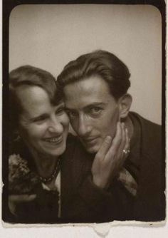 Gala and Salvador Dali; in a photo booth. She was Salvador Dali's most famous muse, the love of his life, his manager and mentor. When Gala passed in Dali no longer would continue his art. Vintage Photo Booths, Kunst Online, Portraits, Foto Art, Famous Faces, Famous Artists, Moleskine, Art History, Famous People