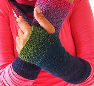 Ravelry: wristwarmers in linen stitch pattern by pepii free pattern