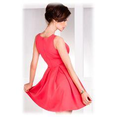 Společenské šaty se sklady korálové