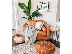 Living Room Pouf, Living Room Decor, Living Rooms, Moroccan Decor Living Room, Boho Chic Living Room, Instagram Deco, Moroccan Leather Pouf, Moroccan Pouf, Leather Pouf Ottoman