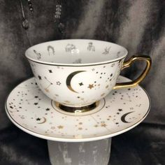 Stumbled on the most amazing teacup on Etsy today - it's designed specifically for tea leaf divination and is absolutely gorgeous! Tea Cup Saucer, Tea Cups, Reading Tea Leaves, Coffee Reading, Cute Mugs, Loose Leaf Tea, Safe Food, Tea Time, Dinnerware