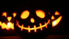 """""""Nel livido, triste chiarore lunare/ svettano bianchi i campanili,/ gli alberi si ricoprono d'argento/ e sui comignoli volano i vampiri"""". #lartedelfare #halloween #festaperbambini"""