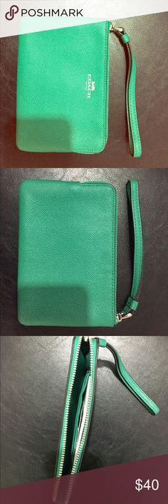 Coach wristlet Cute small 100% leather Leaf green Coach wristlet Coach Bags Clutches & Wristlets