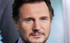 Charles est Liam Neeson