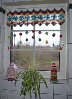 Atelier Marie-Lucienne: How-to Granny Square Curtain / Anleitung Granny Sq. - Crochet and Knitting Patterns : Atelier Marie-Lucienne: How-to Granny Square Curtain / Anleitung Granny Sq… Point Granny Au Crochet, Granny Square Crochet Pattern, Crochet Motif, Knit Crochet, Crochet Patterns, Free Crochet, Crochet Ideas, Floral Patterns, Crochet Squares
