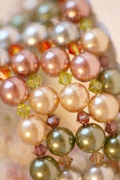 NECKLACE OR BRACELET...LIKE A MEMORY ONE, BUT IT'S REALLY PRETTY LIGHT TONES, VINTAGEY  pearls--ONE THAT I COULD MAKE