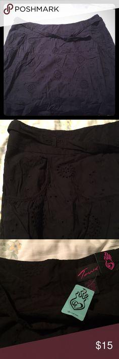 PLUS SIZE TORRID BLACK EYELET SKIRT NWT Torrid black eyelet skirt with side pockets and matching belt. Super cute! With Tags. Torrid size 20. torrid Skirts Mini