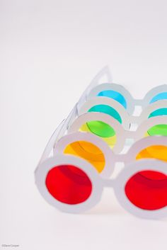 Make your own rainbow glasses with this free template. Here's a great project to help kids see the world in all the colors of the rainbow!!