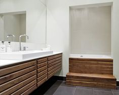 Find inspiration for your new bathroom at uno form. Explore our exclusive range, and choose the style to match your personality. Bad Kids, Classic Bathroom, Kitchen Units, Three Floor, Bathroom Inspo, Cabinet Makers, Minimalist, Bathrooms, Luxury