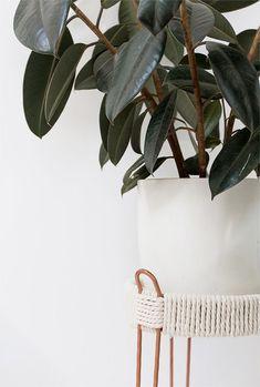 Diy Home : DIY copper plant stands // sarah sherman samuel. Diy Interior, Diy Plant Stand, Plant Stands, Decoration Plante, Diy Inspiration, Best Indoor Plants, Chaise Vintage, Idee Diy, Diy Planters