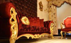 Oval ve büyük motiflerin tercih edildiği klasik koltuk takımında iki kanepe ve iki berjer bulunuyor. http://www.asortie.com/koltuk-199-Oscar-Klasik-Koltuk-Takimi