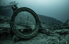 something a mermaid might collect, an abandoned broken mirror underwater Sea Witch, Bioshock, Character Aesthetic, Pirates Of The Caribbean, Greek Gods, Armin, Under The Sea, The Little Mermaid, Fairy Tales
