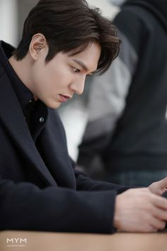 Korean Men, Korean Actors, Korean Dramas, Lee Min Ho Wallpaper Iphone, Lee Min Ho Kdrama, Lee Min Ho Photos, Kim Go Eun, Dream Boyfriend, New Actors