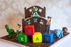 Toy Story Cake Toy Story cake for a special little boys second birthday :) I especially loved making the hand painted wooden elements of. 2 Birthday Cake, Toy Story Birthday, Baby Shower Cakes For Boys, Baby Boy Shower, Toy Story Bedding, Bed Cake, Toy Story Baby, Toy Story Cakes, Disney Cakes