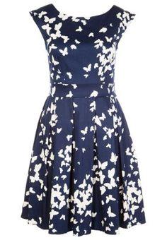 Mit diesem hinreißenden Cocktailkleid sind Sie perfekt angezogen. #hochzeit #outfit #blau