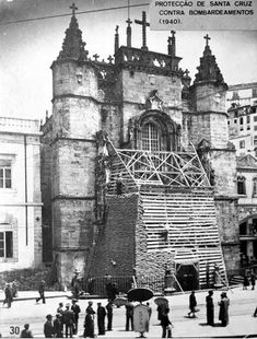 Santa Cruz - preparing for the bombing - 1940 Coimbra Portugal, Notre Dame, Barcelona Cathedral, Past, Photos, Photographs, Louvre, Black And White, Building
