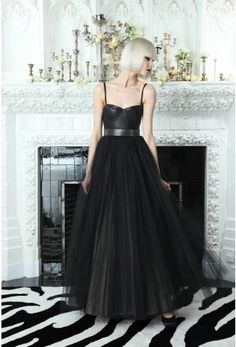 The Ultimate Divorce Party Gown---Consider this fierce Alice and Olivia frock the anti-bride gown. Nothing says good riddance better than black leather and tulle. Bustiers, Christian Louboutin, Divorce Party, Leather Bustier, Party Gowns, Cute Fashion, Rock Fashion, Beautiful Gowns, Dream Dress