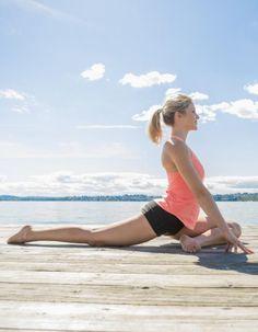 Le yoga Ashtanga est une forme traditionnelle de yoga dynamique dont les séries se répètent. Cette pratique complète sollicite aussi bien le corps, le souffle et l'esprit. Une bonne méthode pour se recentrer et s'assouplir rapidement. Le point sur le yoga Ashtanga avec Gérald Disse, enseignant au centre Ashtanga Yoga Paris. http://www.elle.fr/Minceur/Yoga/Yoga-ashtanga-2929736