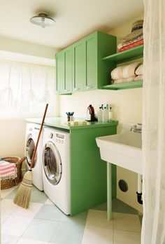 Green Laundry Room Cabinets - Design photos, ideas and inspiration. Amazing gallery of interior design and decorating ideas of Green Laundry Room Cabinets in laundry/mudrooms by elite interior designers. Design Garage, House Design, Laundry Room Cabinets, Laundry Rooms, Small Laundry, Vintage Laundry, Green Cabinets, Laundry Room Design, Feng Shui