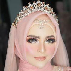 KOKHA WEDDING -MALANG (@khadijahazzahra_makeup) • Foto dan video Instagram Muslimah Wedding Dress, Disney Wedding Dresses, Pakistani Wedding Dresses, Bridal Hijab, Hijab Bride, Wedding Makeup, Diy Wedding, Wedding Ideas, Nigerian Weddings