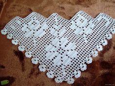 Sizlere tam da yaza girdiğimiz bu günlerde güzel çeyizlik havlu kenarı modelleri yayınlayayım dedim. Eskisi kadar değişik oyalar bulunmuyor... Baby Afghan Crochet, Crochet Art, Filet Crochet, Crochet Doilies, Crochet Triangle, Crochet Borders, Crochet Stitches Patterns, Stitch Patterns, Crochet Girls Dress Pattern