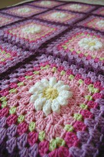 tillie tulip - a handmade mishmosh: Custom daisy blanket complete