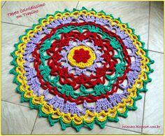 Tapete Coloridissimo em Trapilho (Crochet Rag Rug). Gráfico/Pattern: http://helenacc.blogspot.com.br/2013/03/tapete-coloridissimo-em-trapilho.html
