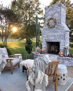 Dress up your backyard patio with some gorgeous outdoor fireplace seating ideas that can be enjoyed for relaxing and entertaining throughout most of the season. house patio 17 Amazing Outdoor Fireplace Ideas to Make S'mores with Your Family Fireplace Seating, Fireplace Design, Fireplace Outdoor, Fireplace Ideas, Tall Fireplace, Farmhouse Fireplace, Fireplace Blower, Fireplace Pictures, Cottage Fireplace