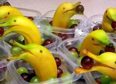 DIY Animalistic Kids Snacks - These Banana Dolphins are too cute! Creative Kids Snacks Take Snack Time to a New Level Healthy Snacks, Healthy Eating, Healthy Recipes, Fruit Snacks, Fun Fruit, Banana Snacks, Fruit Art, Banana Fruit, Healthy Kids