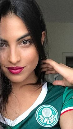 Brinda❤ Hot Football Fans, Football Girls, Hockey Girls, Soccer Fans, Soccer Gear, Beautiful Latina, Beautiful Lips, Beautiful People, Beautiful Women