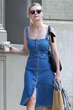 kirsten dunst looks adorable in this vintage denim dress. Kirsten Dunst, Diy Jeans, New Dress A Day, Denim Overall, Recycled Denim, Denim Outfit, Vintage Denim, Jeans Dress, Denim Fashion