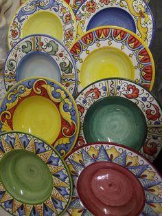 #plates #ceramicart #handpainted #italy Ceramic Painting, Ceramic Art, Ceramic Plates, Decorative Plates, Diy Home Interior, Donut Decorations, Hand Painted Ceramics, Plates On Wall, Creations