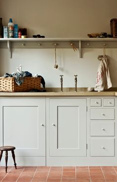 Plain English kitchen - cabinet color