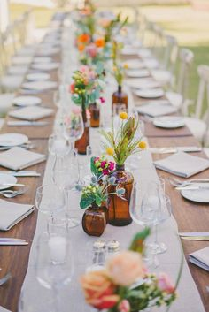 LOVE these place settings and center pieces. Super simple, everything is neutral and earthy, and the wildflowers provide the pop of color.