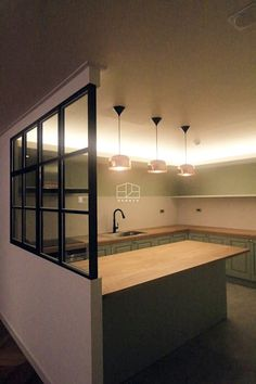 [프렌치 모던 느낌의 아파트 인테리어 37py]: 홍예디자인의  주방