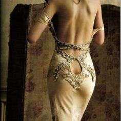 okay I don't care how sexy you are.i don't want to see your ass crack.but the dress is pretty Beauty And Fashion, High Fashion, Dress Fashion, Womens Fashion, Ladies Fashion, Fashion Fashion, Fashion Ideas, Mode Glamour, Look Boho