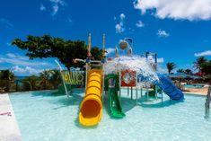 O Espaço Praiamar Beach é uma área de lazer com piscinas para adultos e crianças, parque aquático infantil, sala de jogos, playground, restaurante, lojas e acesso direto à praia de Ponta Negra. Rio Grande, Pools, Aqua, Park, City, Garden, Water, Outdoor Decor, House