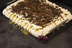 Tine Rafoss Ivarsen vant Norges beste bakst i 2017 med Mammas karamellkake. Dessert Cake Recipes, Pudding Desserts, Caesar Pasta Salads, Brown Betty, Let Them Eat Cake, Sweet Tooth, Food And Drink, Favorite Recipes, Sweets